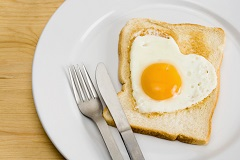 Heart-shaped egg on toast