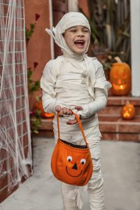 DIY Halloween Costumes - child mummy costume